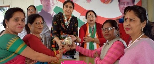 प्रदेश महिला कांग्रेस कमेटी की बैठक में हुई महिला उत्पीड़न, महंगाई, बेरोज़गारी पर चर्चा