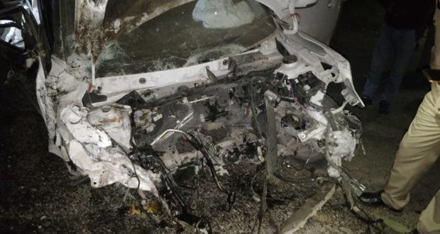 शराब के नशे में धुत्त युवक की सड़क दुर्घटना में गयी जान,दो घायल