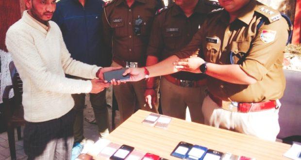 Doon Breaking..15 लाख के 72 स्मार्ट फोन बरामद, मालिकों को सौंपे
