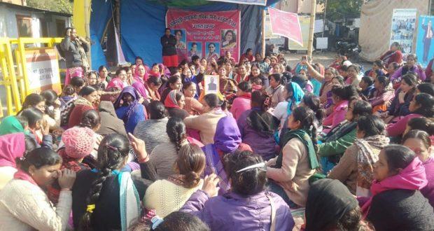 आंगनवाड़ी कार्यकत्रियों का धरना 20 वे दिन भी जारी