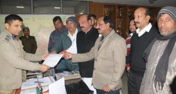 महानगर कोंग्रेस ई रिक्शा को दून ओर आंतरिक मार्गों में सँचालन के समर्थनं को मिला एसएसपी से