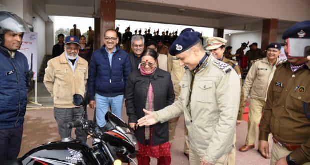 दून पुलिस को ONGC ने दी 17 बाइक 20 ओर जल्द मिलेंगी…,प्रीता पन्त निदेशक ओ एन जी सी