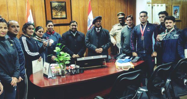 डीजीपी रतूड़ी ने दिए पुलिस के पदक विजेताओं को सर्वश्रेष्ठ विजेता बनने के गुर