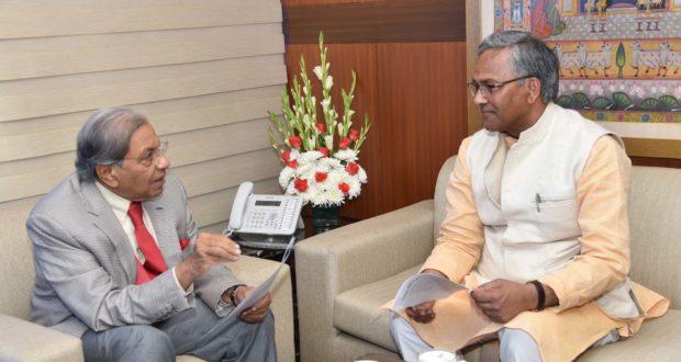 उत्तराखण्ड को राजस्व घाटा अनुदान समेत कई मुद्दों पर सहमति मिलने पर आयोग के अध्यक्ष एन के सिंह को दी त्रिवेंद्र ने  बधाई