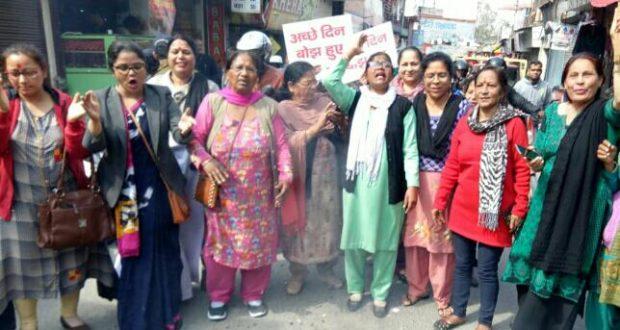 महानगर महिला कांग्रेस ने प्रदेश की राजधानी में भाजपा सरकार का पुतला दहन किया।