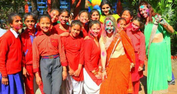 """होली पर बच्चों द्वारा """"पुरवइया गांव का मेला"""" नाटक मंचन"""