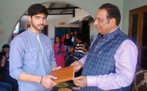 विधायक चमोली ने किया गेट के आल इंडिया टॉपर दून के विक्रांत को सम्मानित