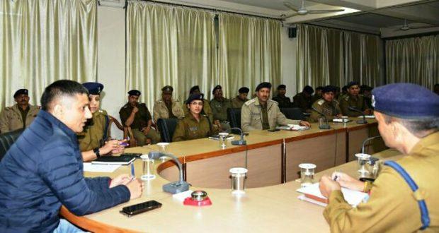 वरिष्ठ पुलिस अधीक्षक ने पुलिस कर्मियों को दिये निर्देश, कोरोना के खिलाफ हो पूरी तैयारी