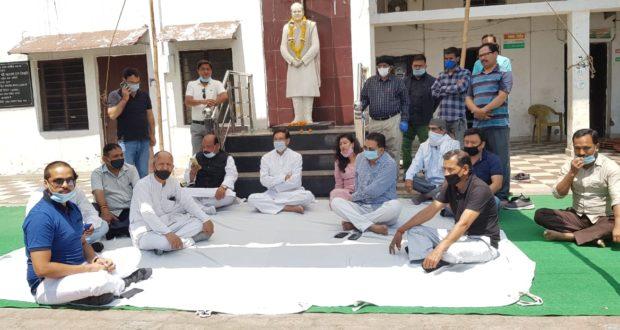 तिलकराज बेहड़ के समर्थन में सांकेतिक धरना,भाजपा के इशारे पर कांग्रेस नेताओं को प्रताडित किया जा रहा…प्रीतम सिंह