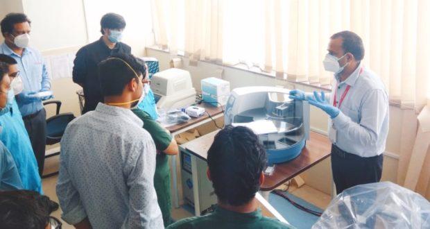 एम्स में इनस्टॉल नई मशीन के प्रयोग से Covid-19  के 1 घण्टे में 100 सेम्पल टेस्ट हो सकेंगे,संकमण से भी कर्मचारी बचेंगे..डॉ रविकांत