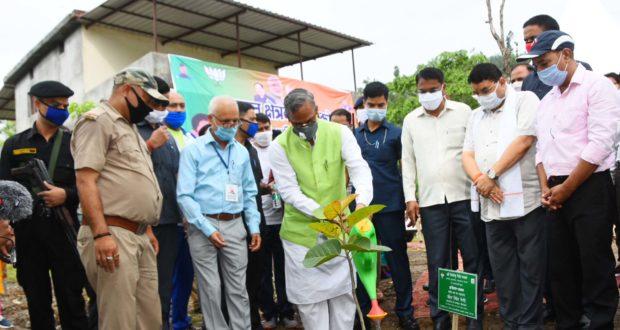 प्रधान एवं क्षेत्रवासी पौधों को अवश्य गोद लेंः मुख्यमंत्री