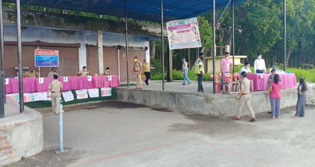 देहरादुन के प्रवेश द्वार आशारोड़ी में लगाये पुलिस ने विशेष काउंटर