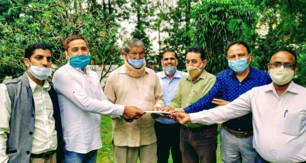 ऑप्टो इलेक्ट्रॉनिक्स फैक्ट्री संयुक्त संघर्ष समिति द्वारा संयुक्त रूप से निगमीकरण के विरोध में कांग्रेस अध्यक्षा सोनिया गांधी को ज्ञापन भेजा