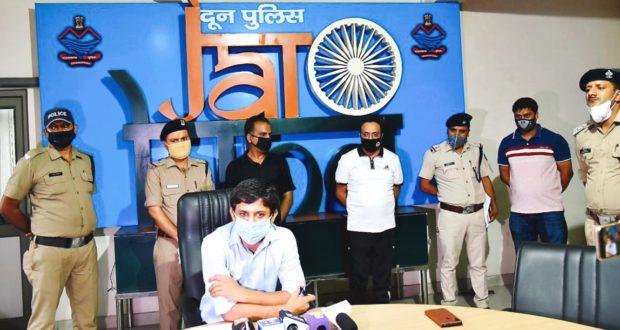 """""""गाडी खरीदें आप किस्तें देंगे हम"""" का झांसा देकर,लाखो लेकर फरार हुए दिल्ली में पकड़ा दून पुलिस ने"""