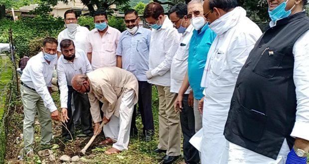 कोंग्रेस का मालदेवता में पौधरोपण शुरू पूरे प्रदेश में होगा हरेला पर्व पर कार्यक्रम….प्रीतम सिंह
