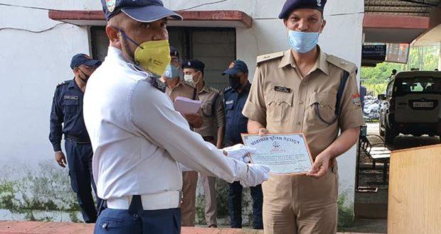 यातायात पुलिस कर्मचारियों को मिला सम्मान