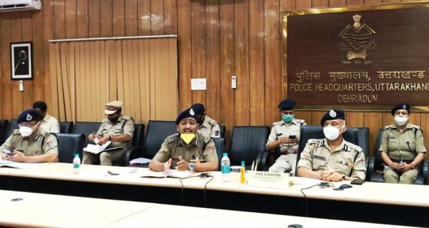 आगामी पर्वों के मद्देनजर डीजीपी अनिल के रतूड़ी ने बैठक में कहा की गाइडलाइन्स के अनुसार ही पर्वों को मनाने में पुलिस सहयोग करेगी।