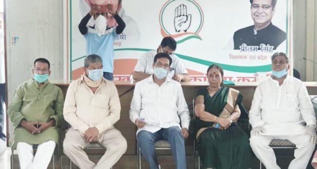 उत्तराखण्ड प्रदेश कांग्रेस कमेटी की बैठकों के दौर दून में जारी प्रदेश अध्यक्ष प्रीतम सिंह के साथ सभी दिग्गज पहुंचे