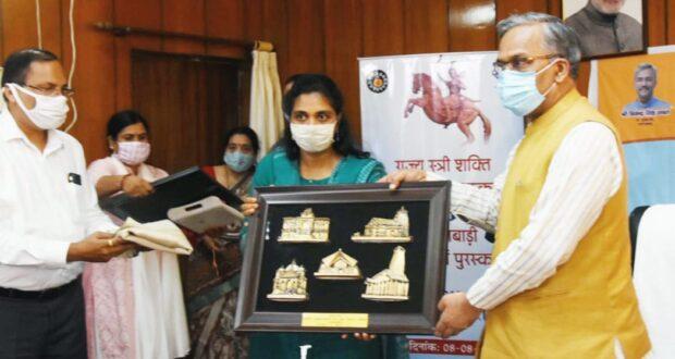 वीरांगना तीलू रौतेली के जन्म दिवस पर मुख्यमंत्री ने दिए राज्य स्त्री शक्ति तीलू रौतेली पुरुस्कार