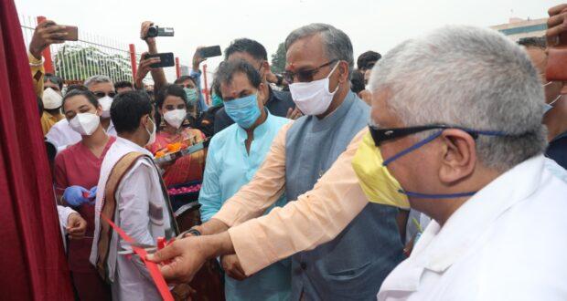 सीएम त्रिवेंद्र ने उत्तराखण्ड की पहली एयर ऐम्बूलेंस की एम्स में शुरुआत की कहा,एम्स ऋषिकेष देश का पहला हेलीपेड वाला अस्पताल