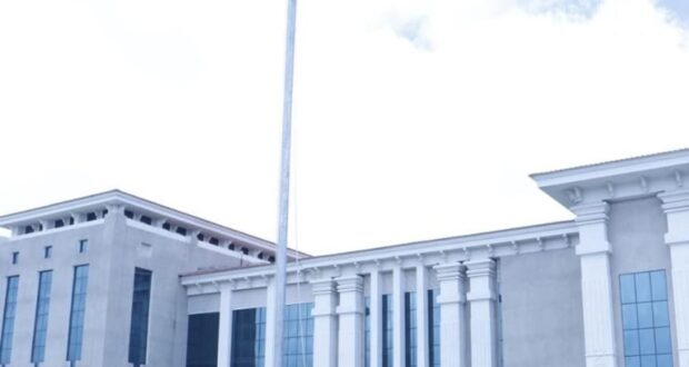 गैरसैण को 77 करोड़ की सौगात,प्रदेश की ग्रीष्मकालीन राजधानी में ध्वजारोहन किया सीएम त्रिवेंद्र ने