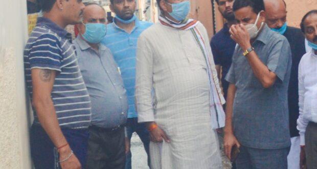 रायपुर विधान सभा में बरसात से  हुए नुकसान का जायजा लेने पहुँचे   प्रदेश कांग्रेस अध्यक्ष प्रीतम सिंह के साथ पूर्व प्रदेश सचिव टीटू त्यागी