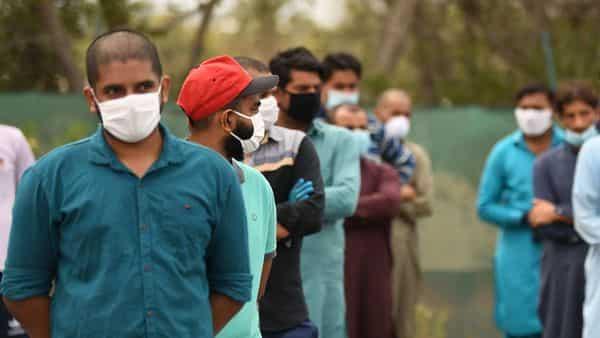 उत्तराखण्ड पुलिस ने  मास्क न पहनने पर 3 लाख लोगों पर कार्यवाही की और लाॅकडाउन  के उल्लंघन में 15 करोड़ जुर्माना वसूला