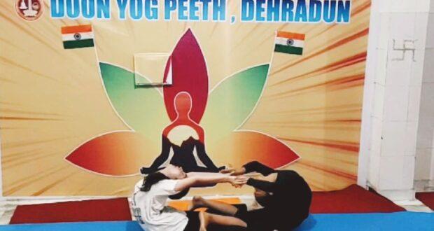 योग के माध्यम से पीएम नरेंद्र मोदी को दी जन्मदिन की बधाई