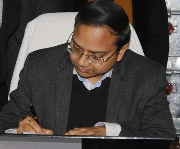 जनता मिलन कार्यक्रम में डीएम डाॅ आशीष कुमार श्रीवास्तव की  जनसुनवाई में 18 फरियादियों ने अपनी शिकायते रखी।