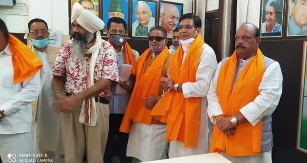 उत्तराखण्ड प्रदेश कांग्रेस ने गांधी और शास्त्री को जन्मदिन पर याद किया साथ ही शहीदआंदोलनकारियों को पुष्पांजलि भी अर्पित की