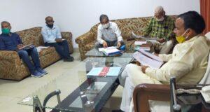 सड़को के बनने की धीमी प्रक्रिया को लेकर बिफरे मंत्री डॉ धन सिंह रावत