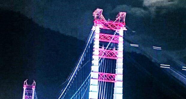 'भारत के सबसे बड़े सस्पेंशन पुल डोबरा-चांठी  की गाथा' पुस्तक का विमोचन किया सीएम त्रिवेंद्र ने