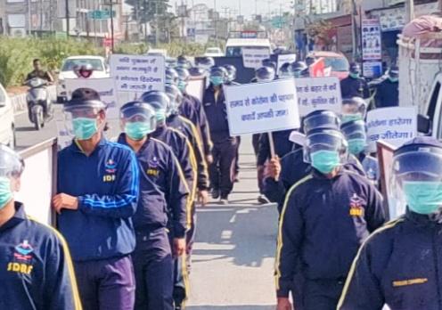 'मार्च विद मास्क' SDRF उत्तराखण्ड पुलिस ने कोरोना से बचाव को जागरुकता फ्लैग मार्च निकाला