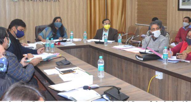 प्रभारी सचिव सौजन्या ने विभिन्न विकास कार्यों और जनहित से जुड़े कार्यों की समीक्षा करते हुए सभी विभागों को निर्देशित किया।