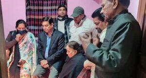 चंपावत के पूर्व कांग्रेस जिलाध्यक्ष  उत्तमदेव के घर शोक जताने पहुंचे प्रीतम,इंदिरा