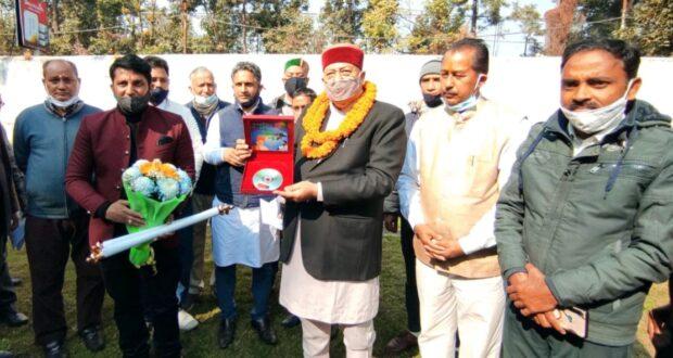 गोपेश्वर के हरीश तिवारी की भजन सीडी पंच केदार स्तुति का संस्कृति मंत्री सतपाल महाराज ने  विमोचन किया
