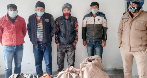 काजल की दुर्लभ प्रजाति की लकड़ी के साथ 4 गिरफ्तार,जिसकी अंतरराष्ट्रीय बाजार में कीमत लाखों रुपये है