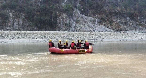 रेणी गाँव से श्रीनगर तक SDRF की आठ टीमें आधुनिक तरीके अपनाकर कर रही सर्चिंग