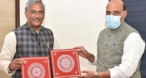 सीएम त्रिवेन्द्र ने नई दिल्ली में रक्षा मंत्री राजनाथ व केन्द्रीय मंत्री रेल, खाद्य पीयूष गोयल से भेंट की