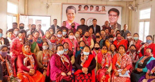 भाजपा सरकार की जनविरोधी नीति से आम जन त्रस्त….मसूरी विधान सभा में सैकड़ों महिलाओ को कांग्रेस की सदस्यता दिला बोले प्रीतम