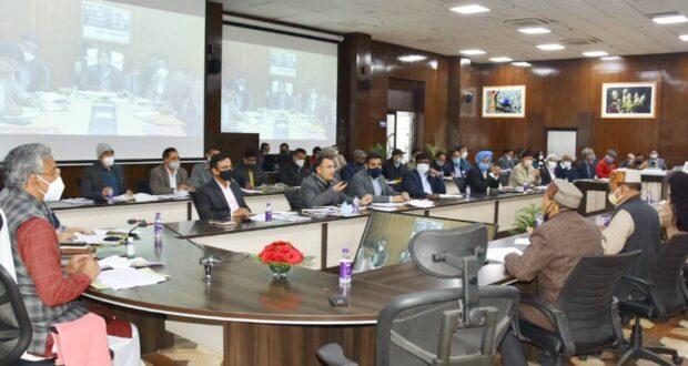मुख्यमंत्री त्रिवेंद्र ने की जिलों के लिए करी गई सीएम घोषणाओं की समीक्षा