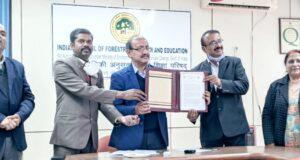 भारतीय वानिकी अनुसंधान एवं शिक्षा परिषद देहरादून  एवं  भारतीय वनस्पति सर्वेक्षण, कोलकाता के बीच MOU हुआ