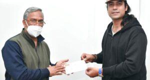 बॉलीवुड सिंगर जुबिन मिले सीएम त्रिवेंद्र से,राहत कोष को दिए 13.91 लाख