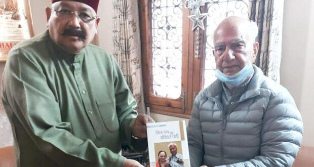 सतपाल महाराज ने हिमाचल।के पूर्व सीएम शांता कुमार से भेंटकर उनकी पत्नी के निधन पर शोक व्यक्त किया