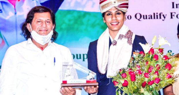 ओलम्पिक क्वालीफायर भवानी, तलवारबाजी में क्वालीफाई करने वाली पहली भारतीय महिला बनी,कीट ओर कीस में भव्य स्वागत