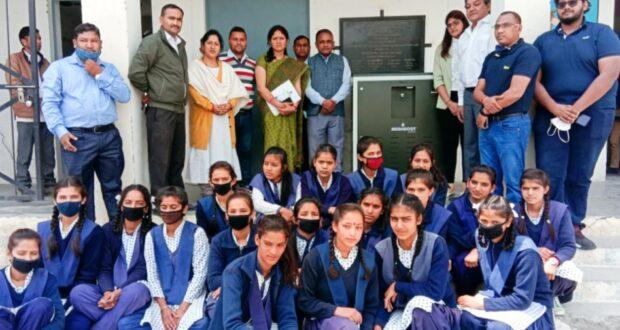 स्कूली छात्राओं को शुद्ध पेयजल के लिए जिला प्रशासन ने रा.उ.मा.वि.ठकरासाधार कालसी में हवा से पानी बनाने की मशीन लगवाई