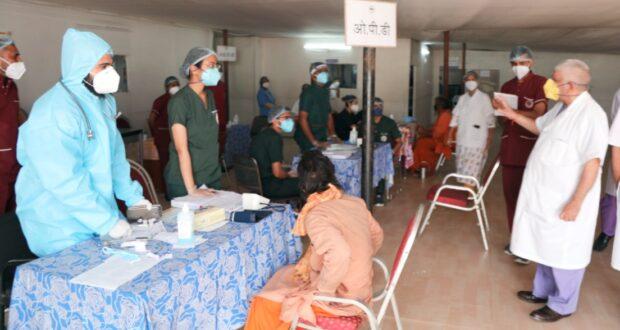 एम्स निदेशक ने किया सैक्टर चिकित्सालय में व्यवस्थाओं का निरीक्षण,24 घण्टे मिलेगी सर्विस