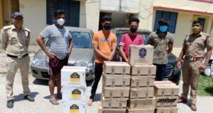 कर्फ़्यू के दौरान दो लग्जरी कारों से 17 पेटी अंग्रेजी शराब के साथ 4 तस्कर अरेस्ट रायपुर थाने में,वहीं आराघर चौकी ने ऑक्सिजन ढोने वाली गाड़ी से अवैध शराब बिकती पकड़ी