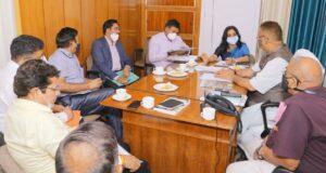 कैबिनेट मंत्री गणेश जोशी ने ली औद्योगिक विभाग के अधिकारियों और उद्यमियों की समीक्षा बैठक