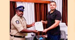 साईबर अपराधी की गिरफ्तारी में सहयोग पर एसटीएफ ने विजयवाडा, आन्ध्रप्रदेश के पुलिस अधिकारी को किया सम्मानित